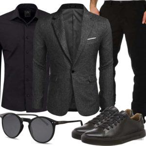 Schwarzes Herrenoutfit mit Hemd und Sakko