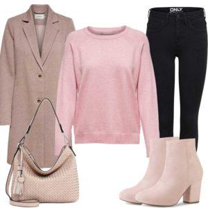 Rosa Damenoutfit mit Mantel und Stiefeln