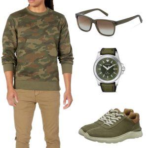 Grün-Beiges Herrenoutfit mit Camouflage Pullover