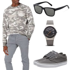 Graues Herrenoutfit mit Camouflage Pullover