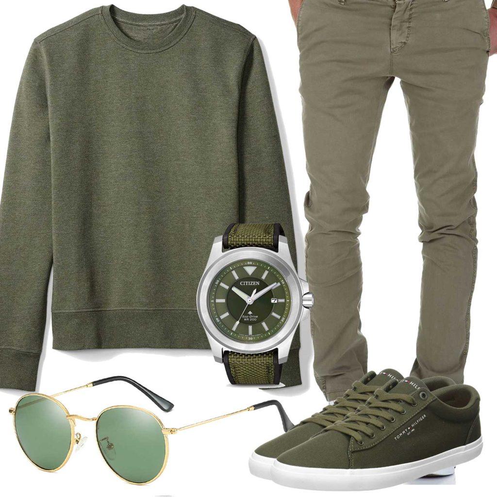 Grünes Herrenoutfit mit Chino und Pullover